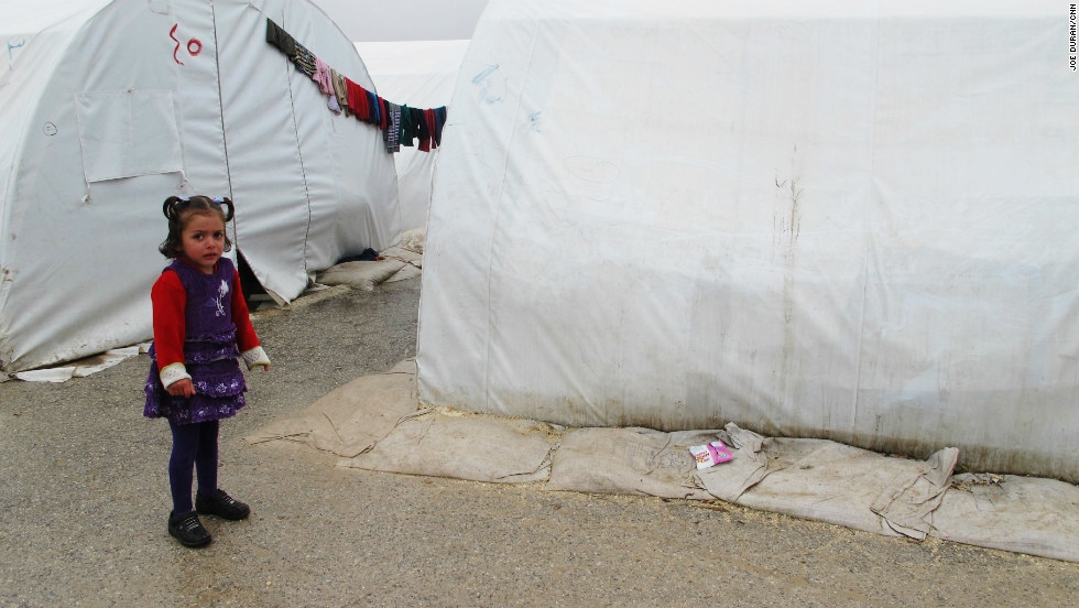 syrian_child_tents